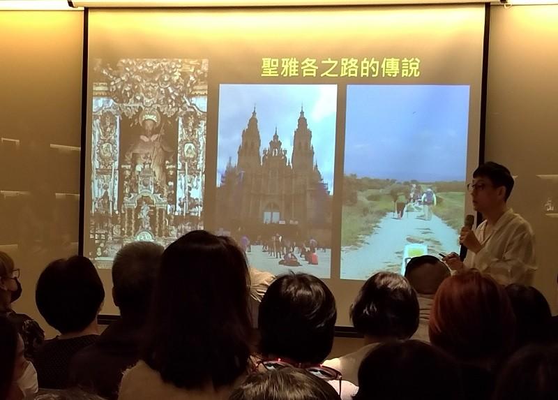 圖為10月14日劉玉嘉在北市益品書屋演講情形 (台灣英文新聞/宇妍 攝影)
