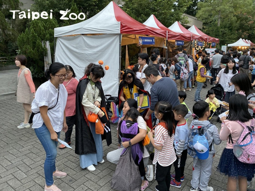 Zoolloween is coming!台北市立動物園萬聖節大遊行、跟貓熊「圓寶」一起「黑白搗亂」
