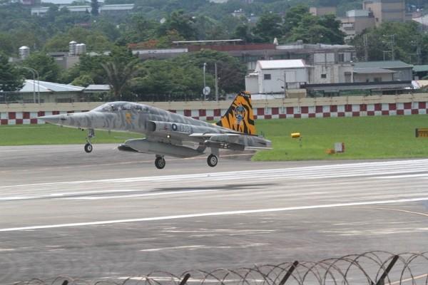 A F-5 fighter jet.