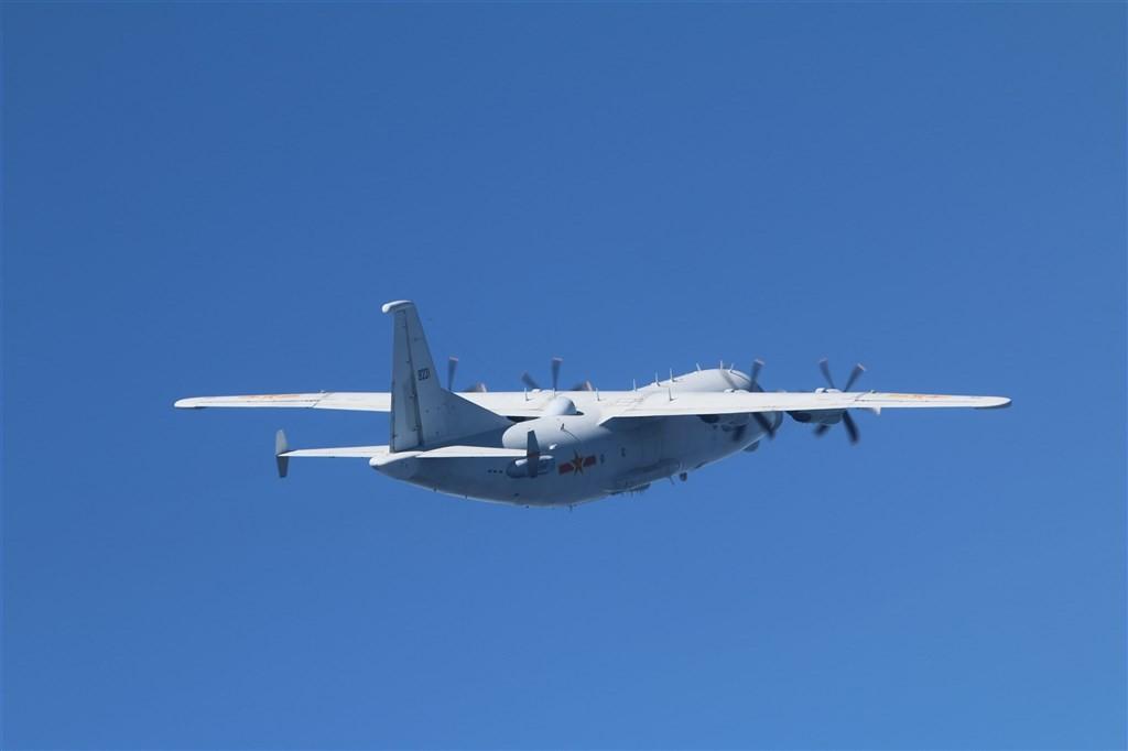 Chinese Y-8 reconnaissanceplane (MND photo)
