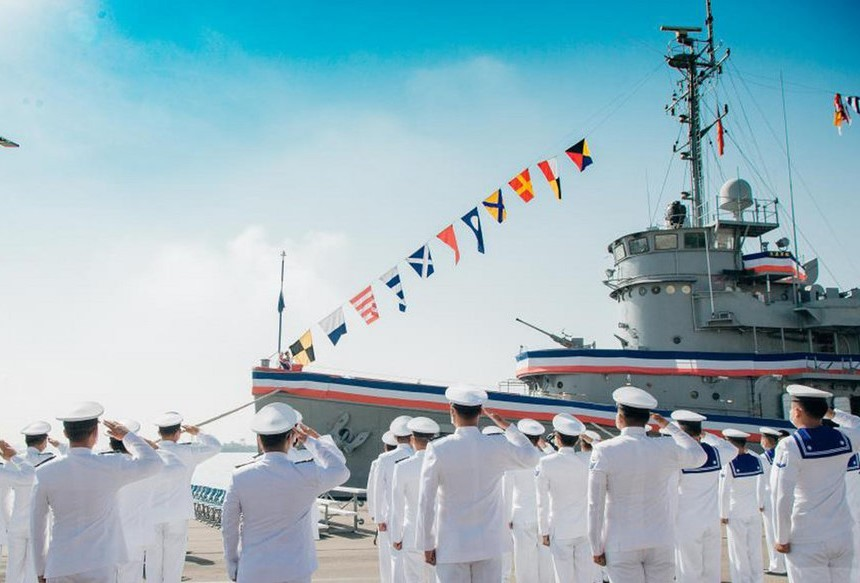 Taiwanese Navy says goodbye to the Dahan. (Military News Agency photo)