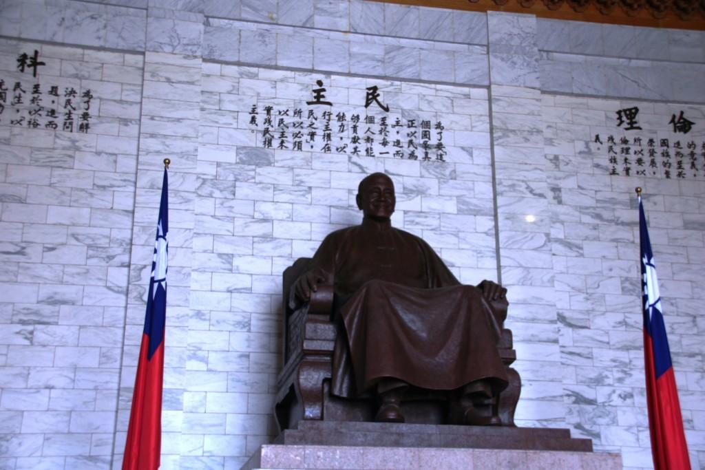 中正紀念堂蔣中正銅像。