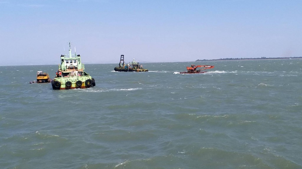 Chinese vessels tow floating platforms away from Kinmen