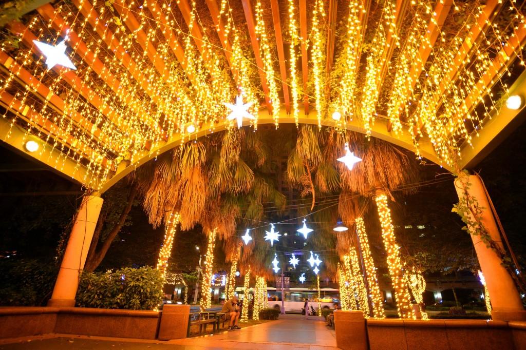 52天挑戰最長迪士尼盛宴 台灣新北歡樂耶誕城燈區拍照大攻略