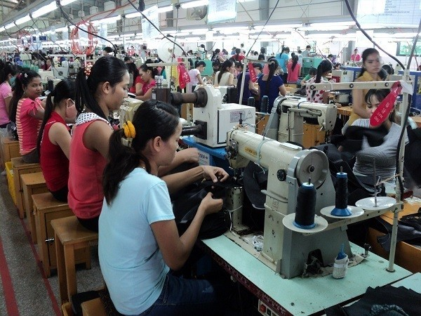 Workers inside My Phong factory. (www.travinh.gov.vn photo)