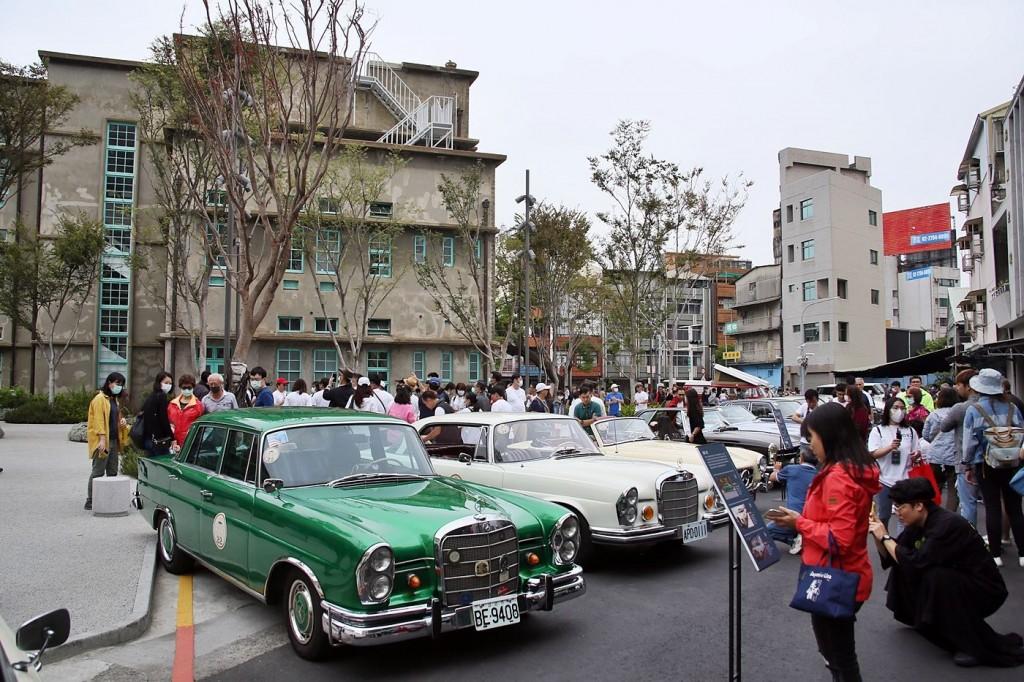 嘉義市立美術館開幕式 台灣古董車協會50輛經典名車共襄盛舉
