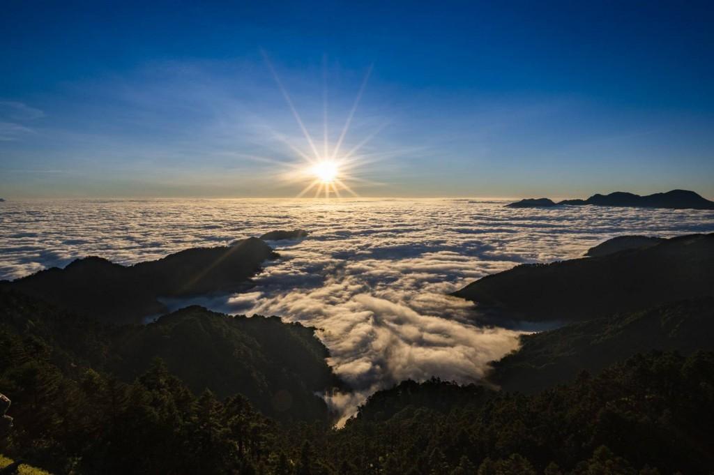 台灣高鐵假期遊合歡山•雲海夕陽星空一次滿足 還有專業嚮導教旅客辨識星星和人造衛星