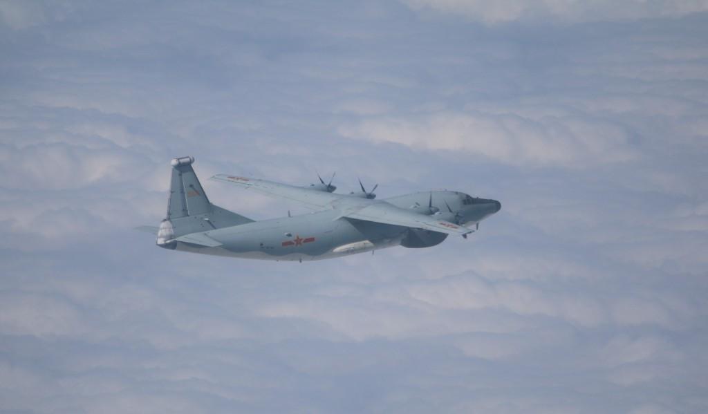 Chinese Y-8 electronic warfare plane on Nov. 16 (MND photo)