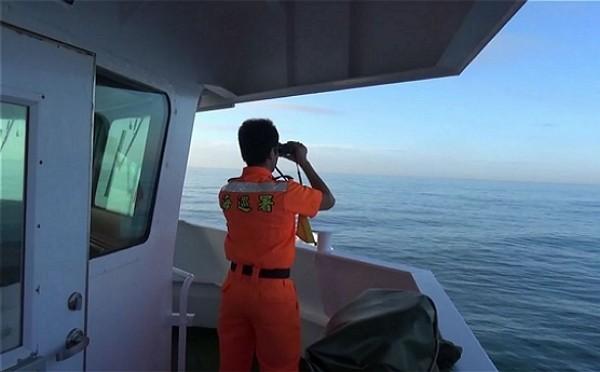 一艘「快樂168號」遊艇19日載著國家海洋研究中心人員到澎湖七美進行水下作業,疑未依時間出海面,海巡通報海空單位搜尋,獲報4人被中國大陸漁...
