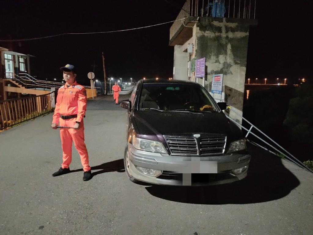 夜晚發現車輛徘徊  台灣海巡人員上前一查竟是失聯移工