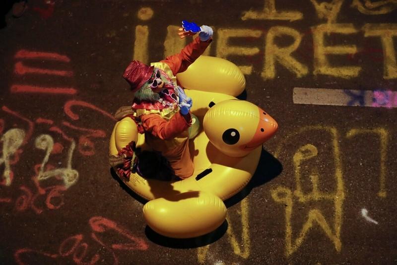 【另類黃衫軍】泰國反示威新面孔 「黃色小鴨」大軍出動