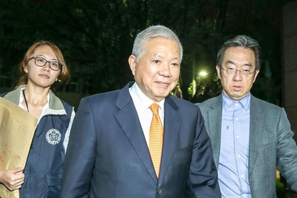 Ho Shou-chuan (center) appearing forhearing in 2017.