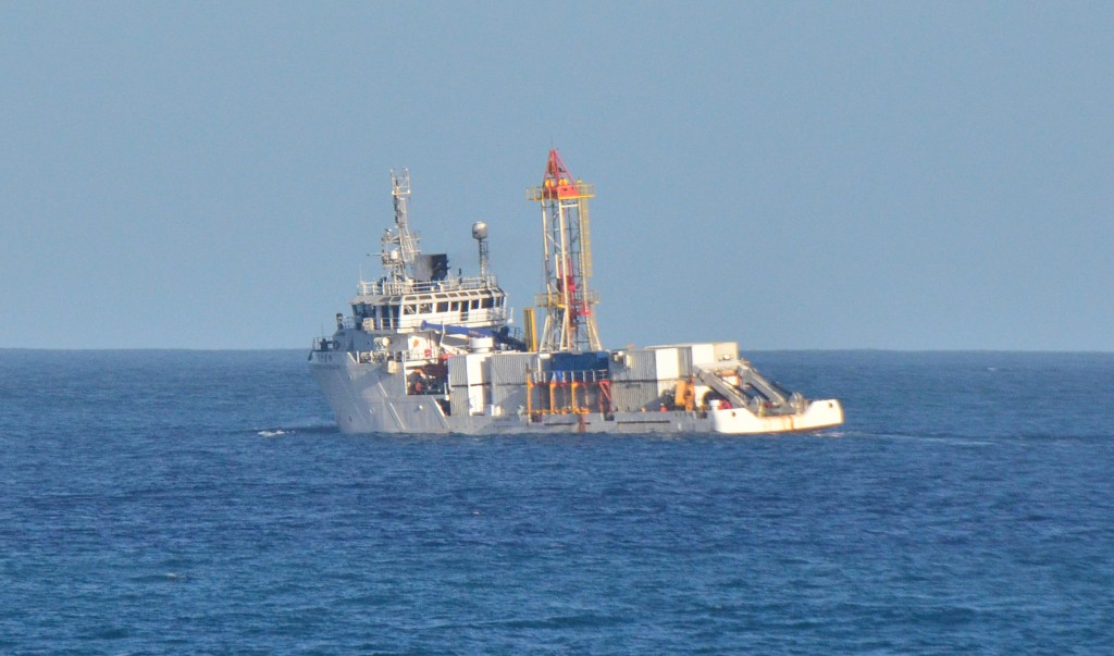 Salvage ship searching for missing F-16.