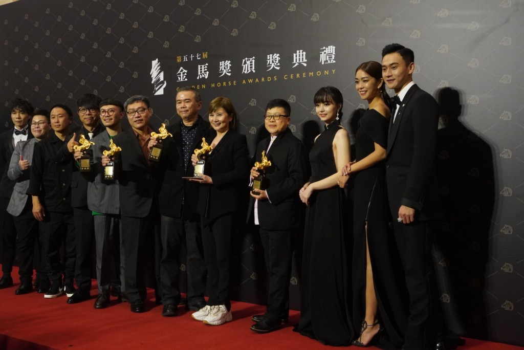 'My Missing Valentine' film crew posing with their Golden Horse Awards.
