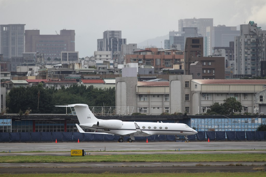 U.S. military plane at Songshan Airport on Sunday.