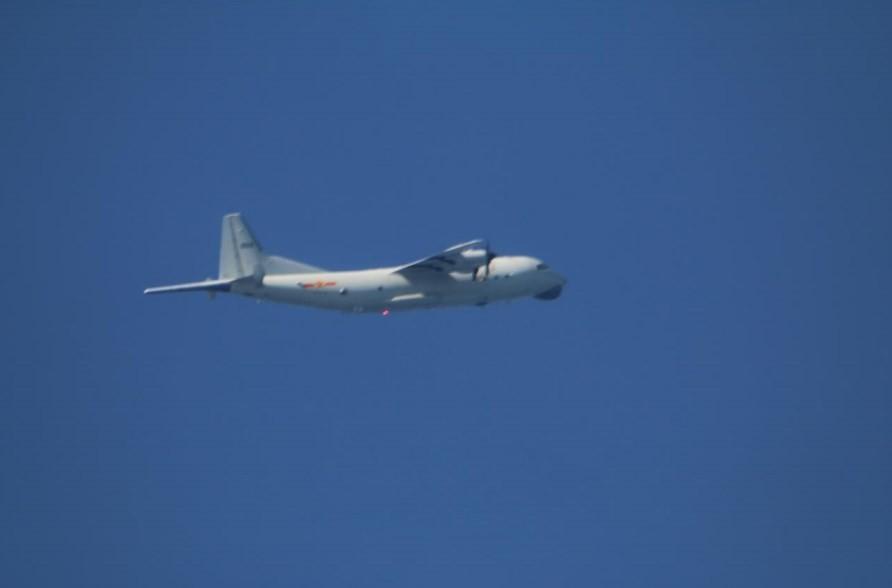 Chinese Y-8 on Nov. 23 (MND photo)