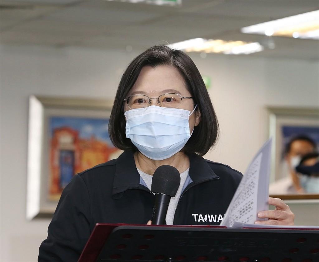 President Tsai Ing-wen speaking to reporters atDPP headquarters Nov. 25.