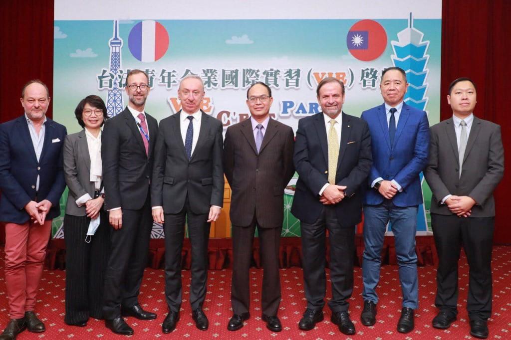 外交部於26日舉行「台法青年企業國際實習計畫」啟航記者會(照片來源:外交部提供)