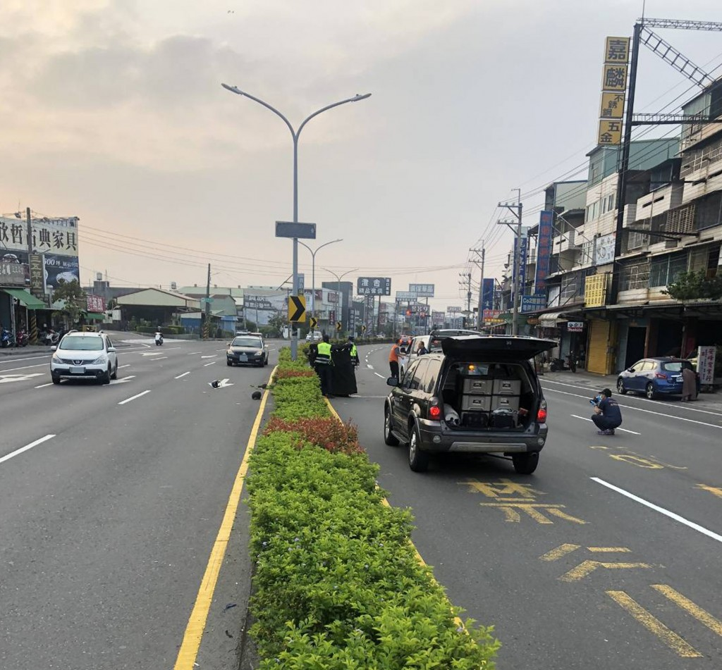 An Indonesian student died in a scooter accident in Kaohsiung Saturday morning