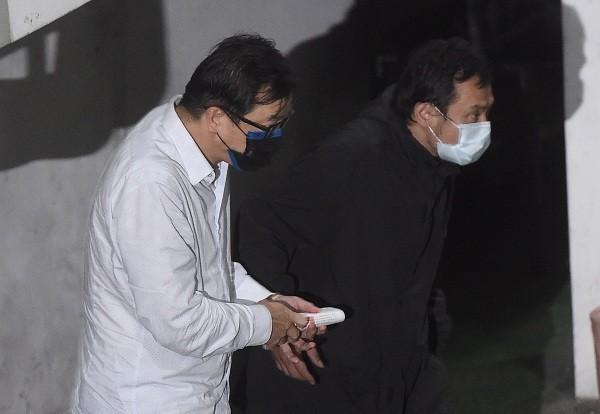 Yu Nai-wen (left)