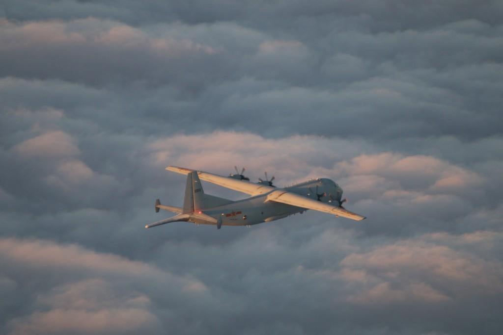 Chinese Y-8 on Nov. 29 (MND photo)