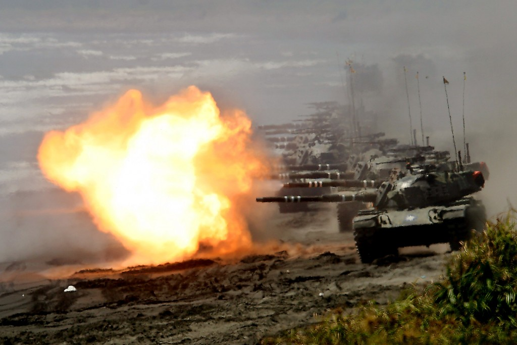 Tanks open fire during Han Kuang No. 22 Military Exercise in Yilan County in 2006.