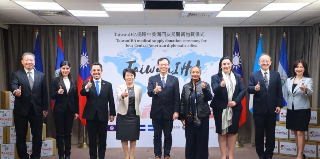 外交部與衛服部9日舉行TaiwanIHA 捐贈醫衛物資儀式(照片來源:外交部提供)