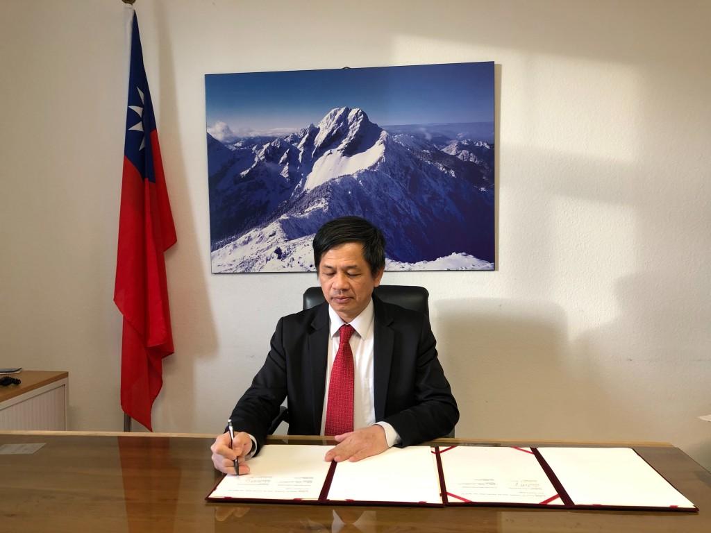 駐瑞士代表處代表黃偉峰(照片來源:外交部提供)