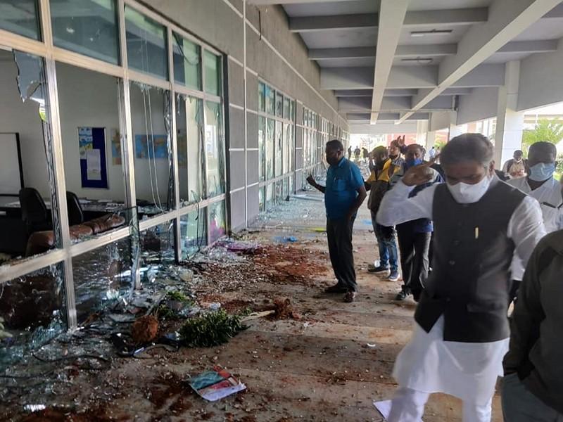 Wistron plant in India looted (Facebook,MuniswamyOfficial photo)