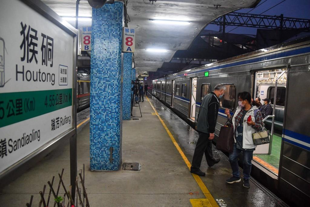 【台鐵1204邊坡坍方】北台灣鐵路瑞芳-猴硐東正線通車•西正線搶修難度高 估農曆年前才能完工