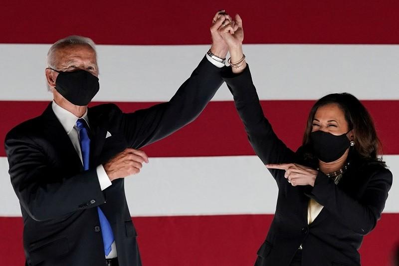 美國總統當選人拜登(左) 與副總統當選人賀錦麗 (右)。 (圖/路透)