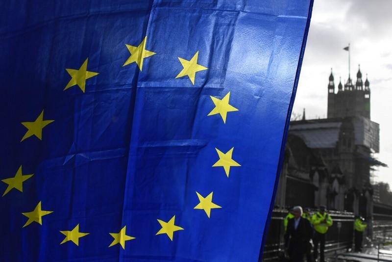 倫敦西敏寺外歐盟旗幟(圖/美聯社)