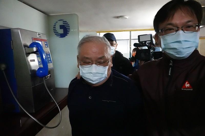 台北地院17日傳喚練台生(左)等人到庭。中央社