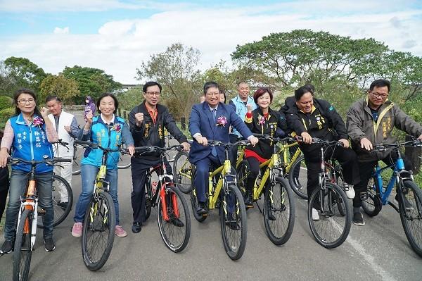 Taiwan's Hsinchu County inaugurates Toucian River South Bank Bikeway