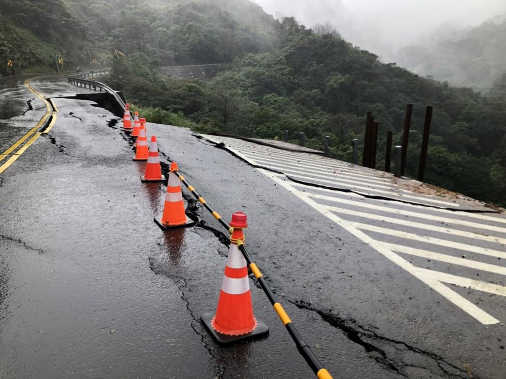 北台灣連日大雨 陽金公路路基流失坍方中斷