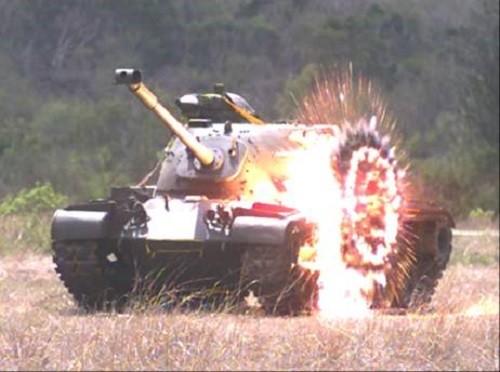 Kestrel rocket hitting tank. (NCSIST photo)