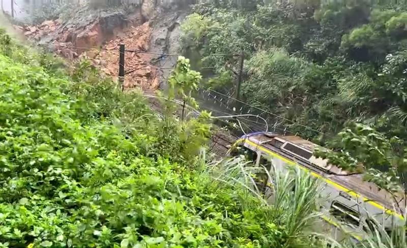 Landslide in Yilandisrupting railway services