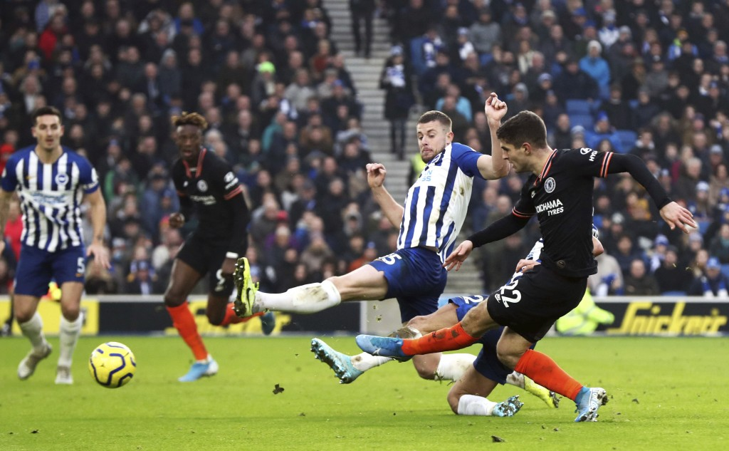 Chelsea's Christian Pulisic, right, shoots wide, during the English Premier League soccer match between Brighton and Chelsea at the AMEX Stadium, Brig...