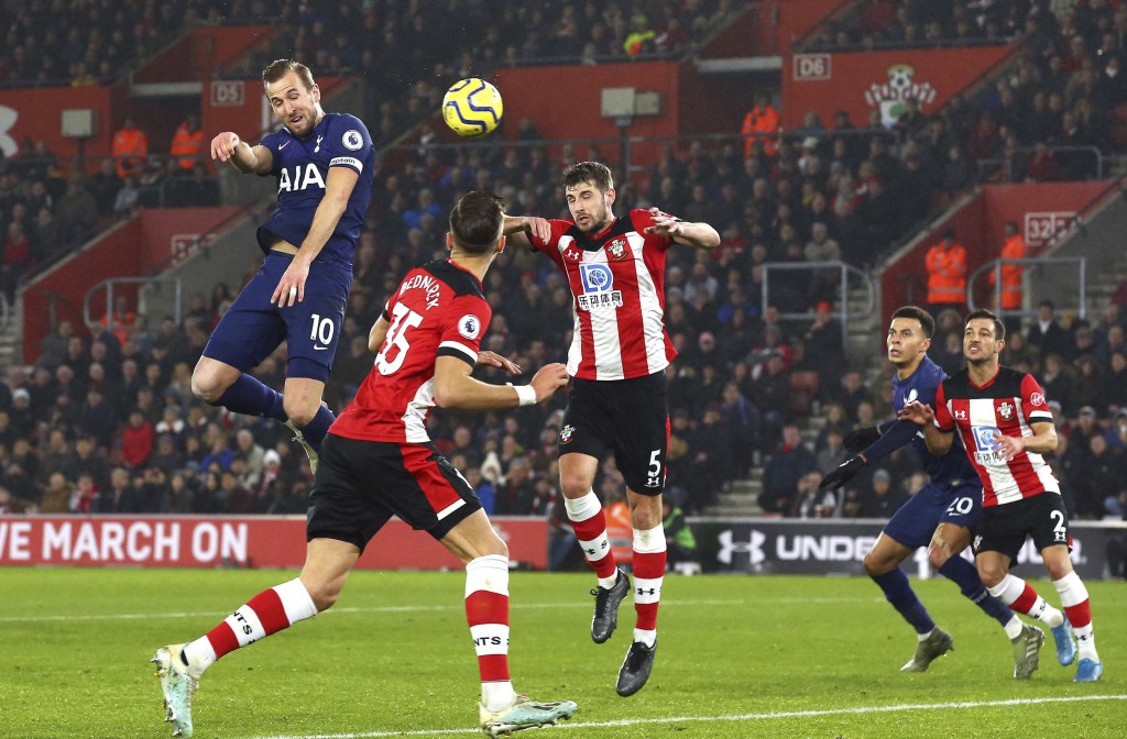 Tottenham Hotspur's Harry Kane, left, heads the ball, during the English Premier League soccer match between Southampton and Tottenham Hotspur at St M...