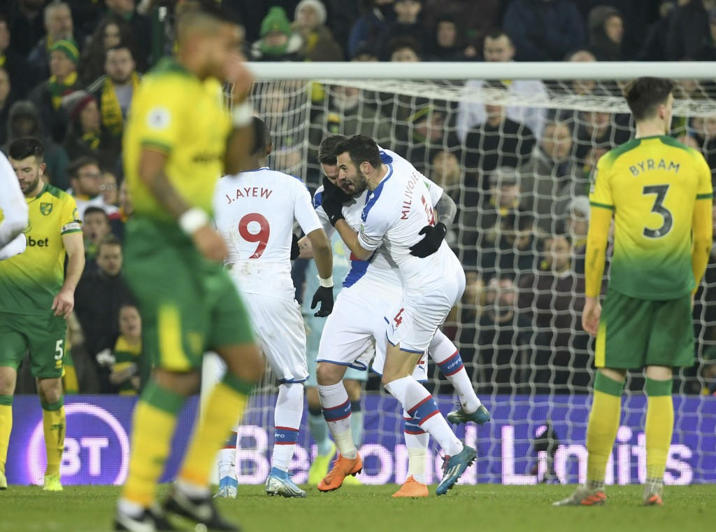 Crystal Palace's Connor Wickham, centre left,  celebrates scoring his side's first goal of the game against Norwich City during their English Premier ...