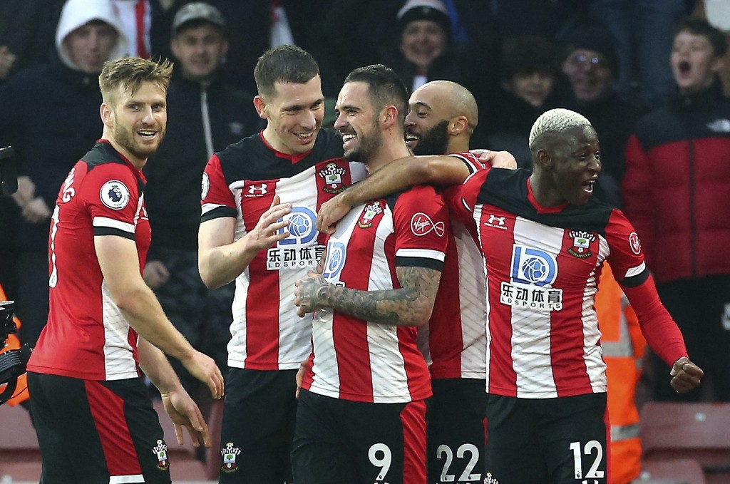 Southampton's Danny Ings, centre, celebrates with teammates after scoring his side's first goal during the English Premier League soccer match between...