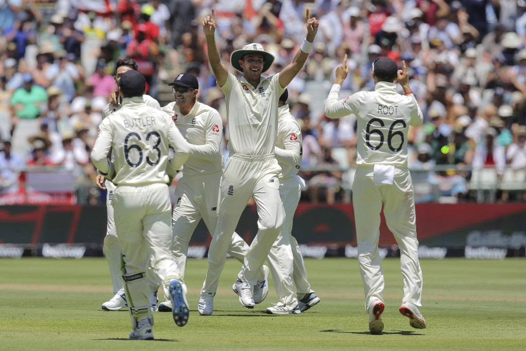 England celebrate the wicket of South Africa's captain Far Du Plessis during day two of the second cricket test between South Africa and England at th...