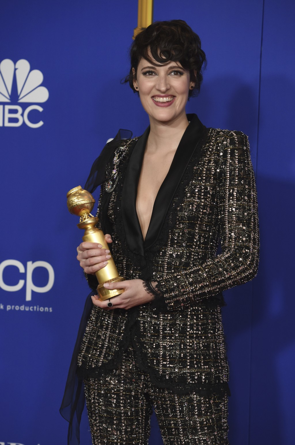 """Phoebe Waller-Bridge poses in the press room with the award for best performance by an actress in a television series, musical or comedy, for """"Fleabag..."""