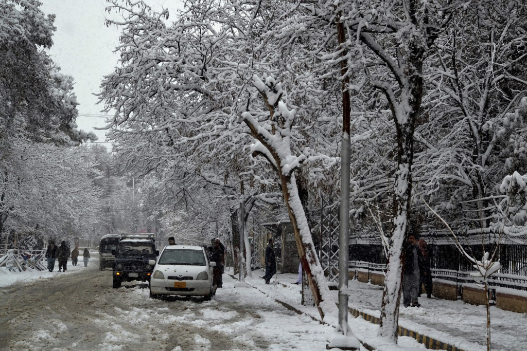 Death toll rises to at least 100 after Pakistan snow, avalanches