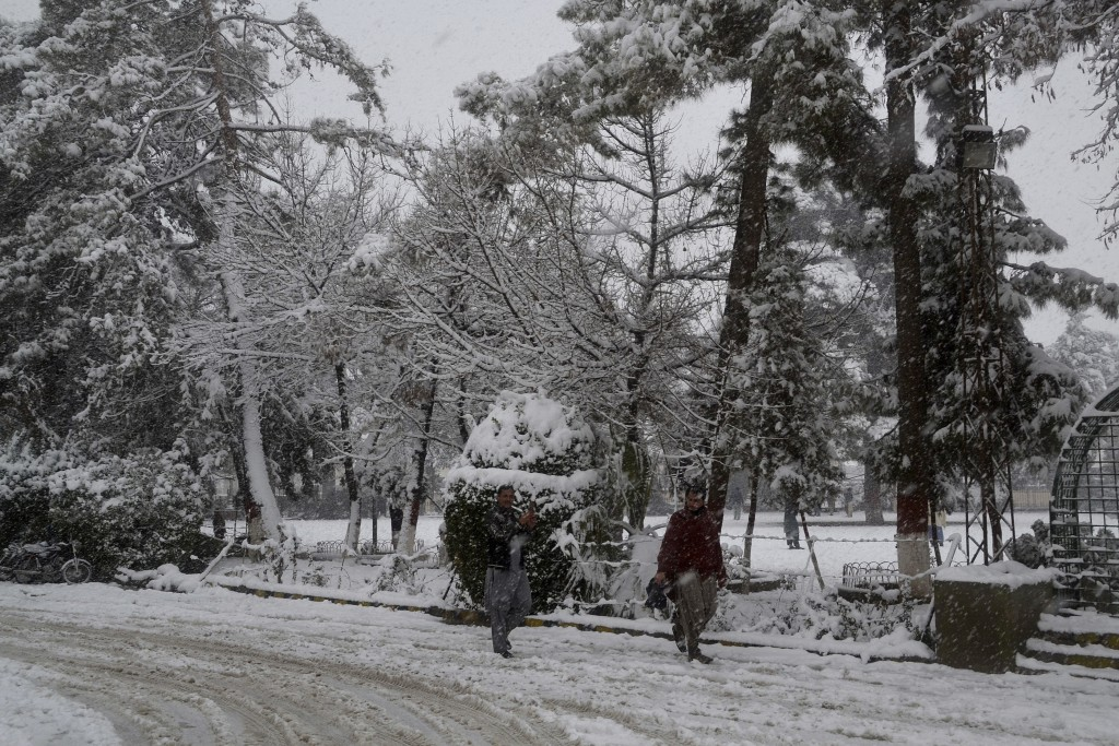 Snowstorms leave scores dead in Afghanistan, Pakistan