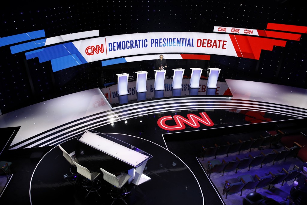 Workers prepare for a Democratic presidential primary debate hosted by CNN and the Des Moines Register, Tuesday, Jan. 14, 2020, in Des Moines, Iowa. (...