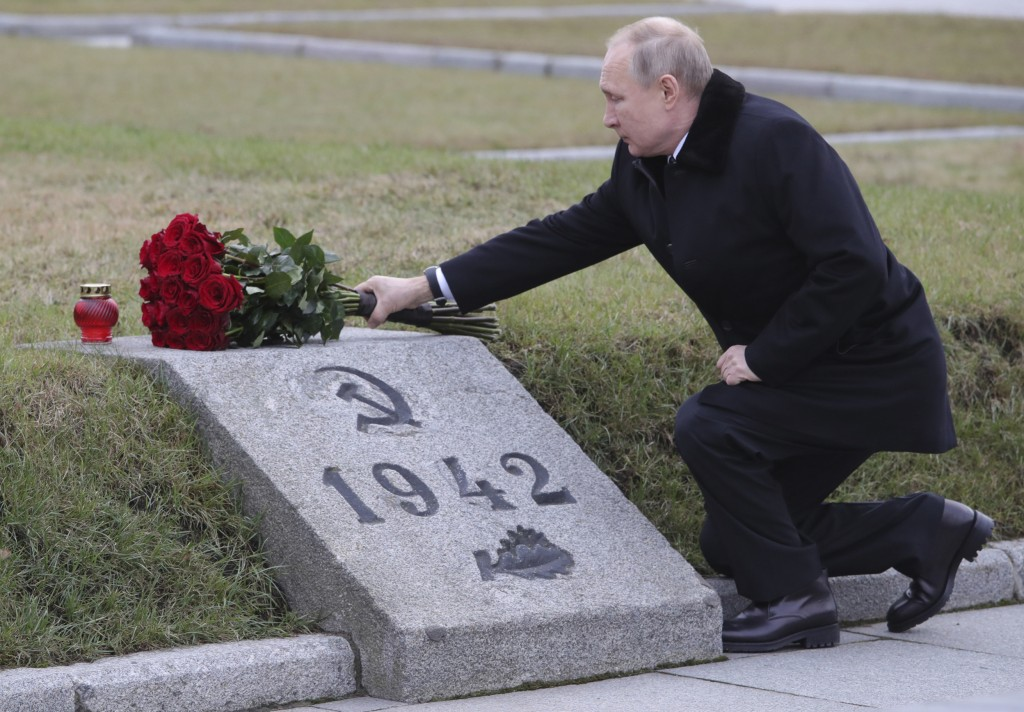 Russian President Vladimir Putin attends a wreath laying commemoration ceremony for the 77th anniversary since the Leningrad siege was lifted during t...