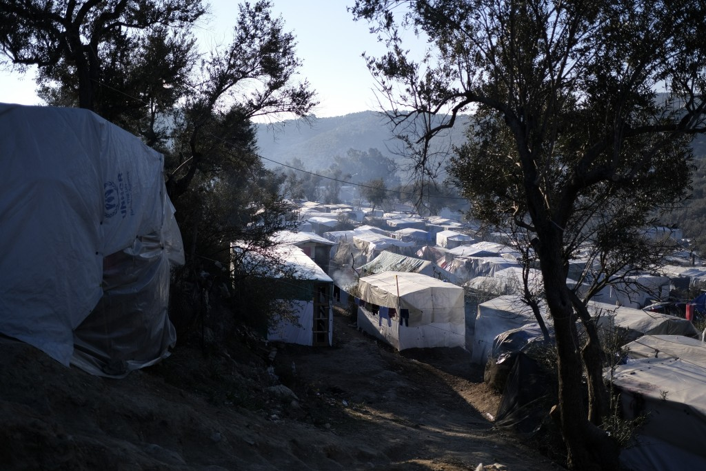 Greek islanders protest against crowded refugee camps