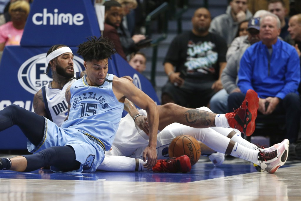 Memphis Grizzlies forward Brandon Clarke (15) and Dallas Mavericks center Willie Cauley-Stein (33) go to the floor for a loose ball during the first h...