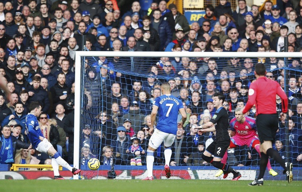 Everton's Bernard, left, scores his side's first goal of the game during the English Premier League soccer match between Everton and Crystal Palace at...